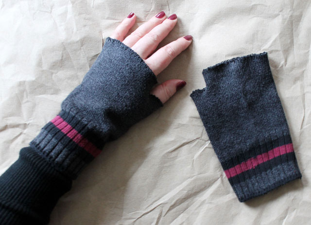 fingerless gloves made from socks diy