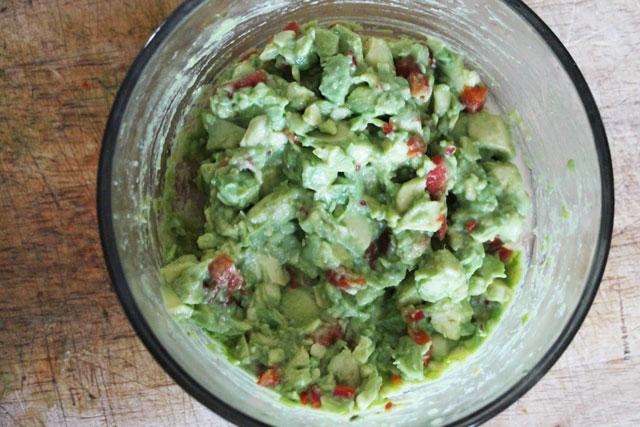 avocado-roasted-red-pepper-crostini-spread-2