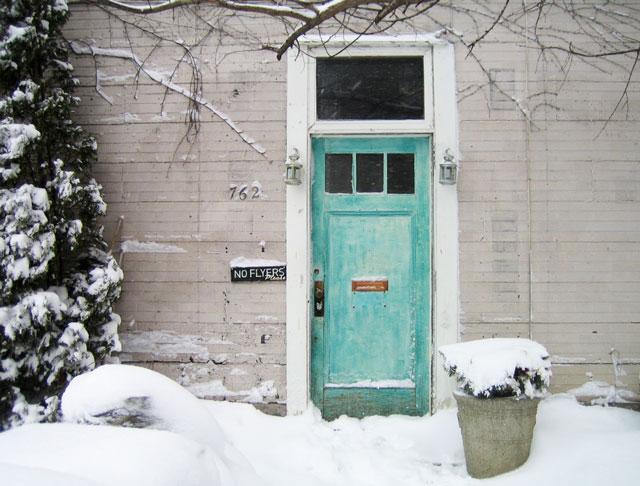 blue-door-in-snow