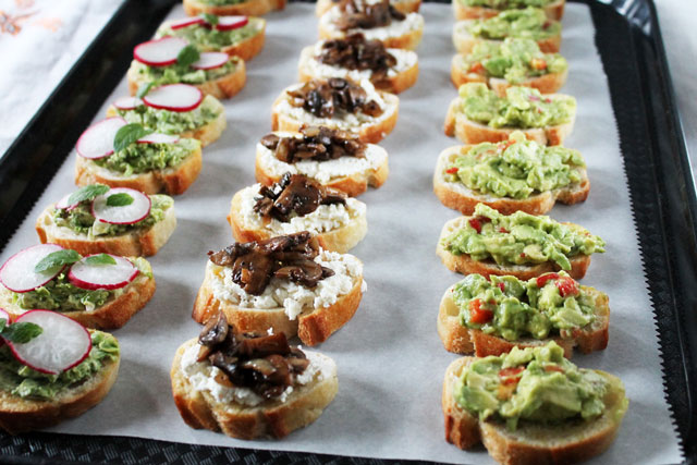 How to make crostini from baguette for Canape toppings
