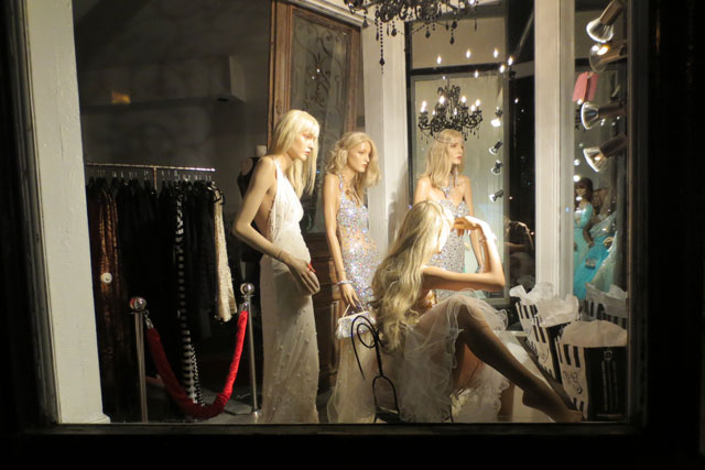 fashion-crimes-store-window