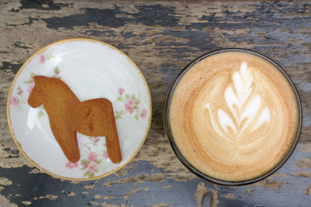 gingerbread-cookie-and-cardamom-latte-fika-cafe-kensington-market