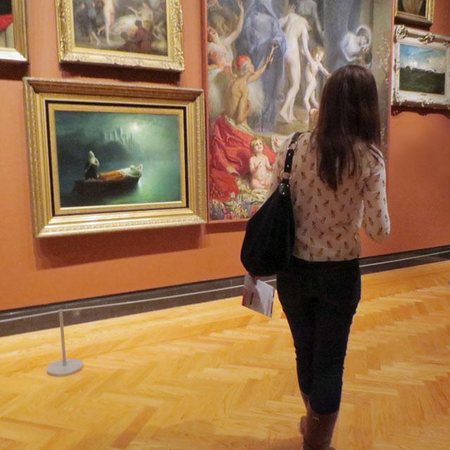 julie looking at art