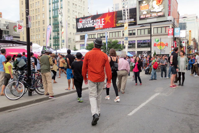 arriving-at-dundas-square-02