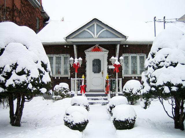 pretty-historic-house-december