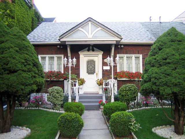 pretty-historic-house-september