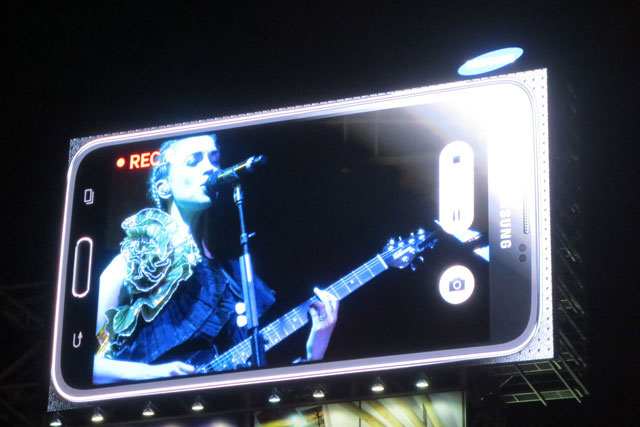 st-vincent-big-screen-dundas-square-03-june-2014