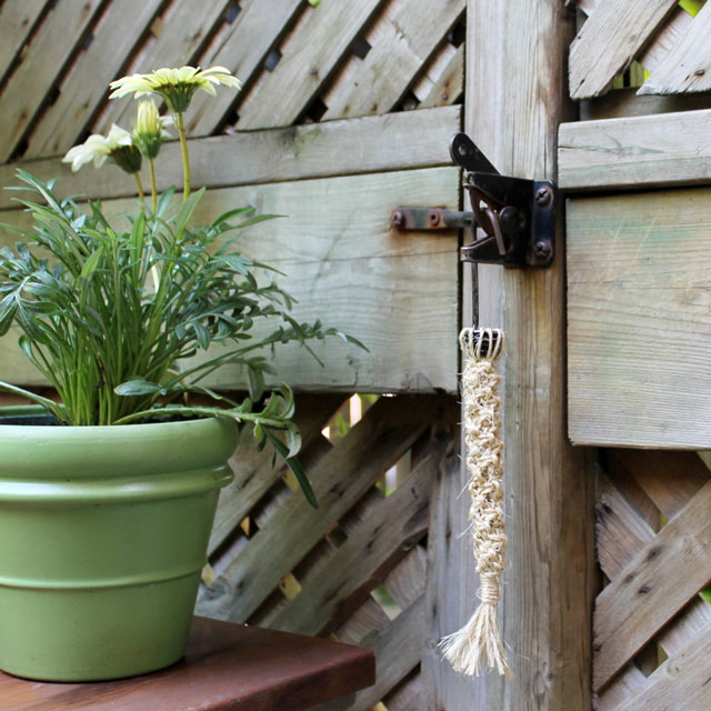 diy-macrame-gate-latch-fob-02