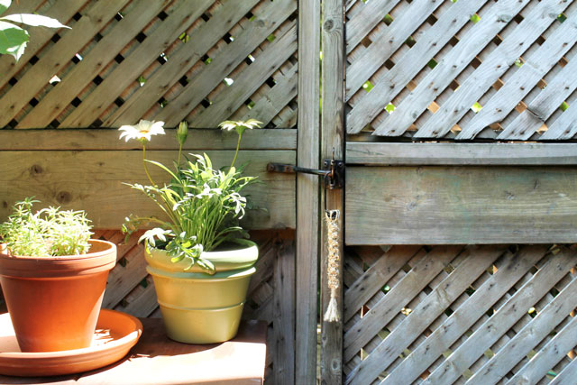 diy-macrame-gate-latch-fob
