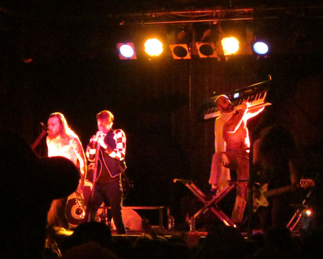 foxy-shazam-june-2014-toronto-02