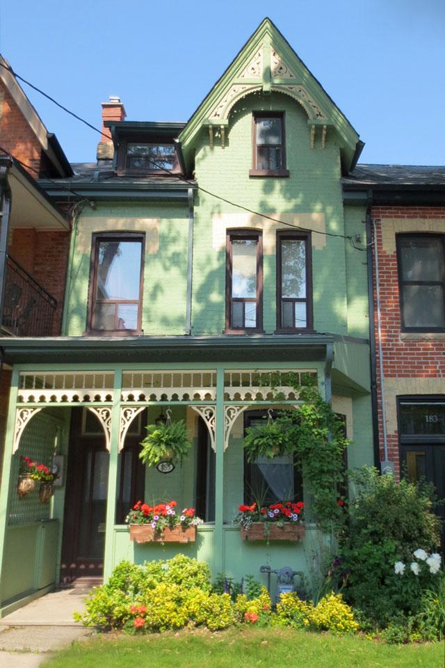 pretty-green-house