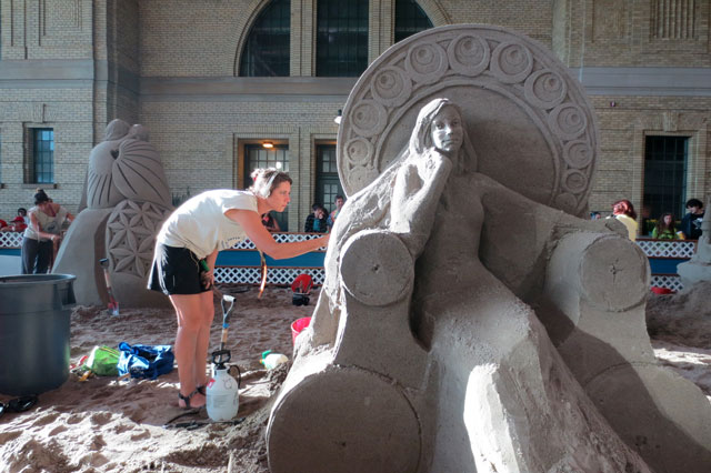 sand-sculpting-at-the-cne-toronto-2014