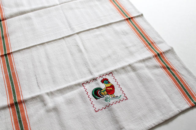 thrifted-cotton-tea-towel-with-chicken