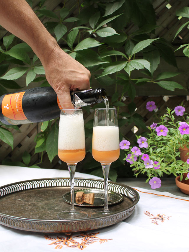 making-peach-bellinis-03