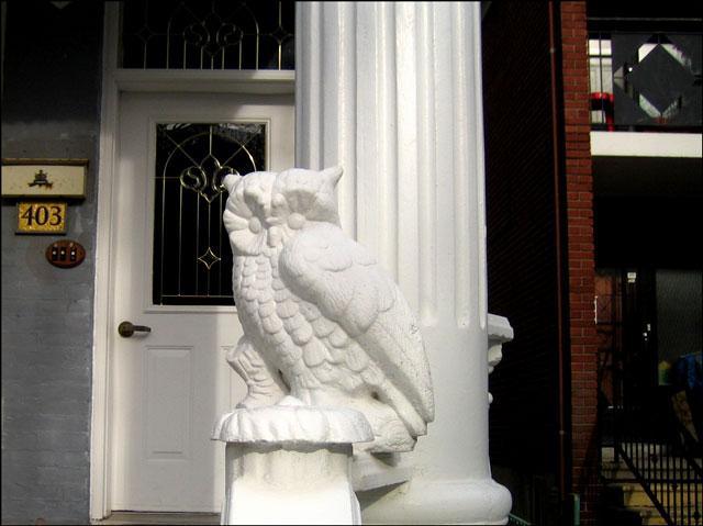 plaster-owl-guarding-house