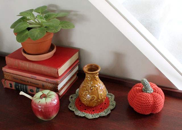 crocheted pumpkin and small doily free patterns 02
