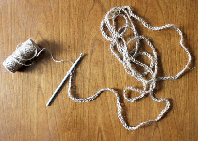 crocheted-twine-chain-cord-to-make-garland-decoration