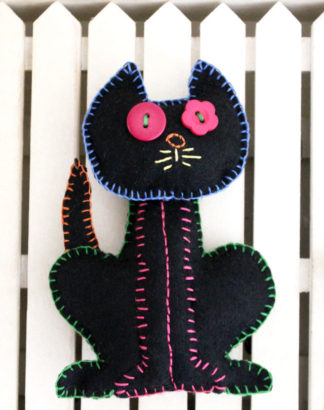 embroidery-on-felt-black-cat-plushy-halloween-decoration--diy-handmade