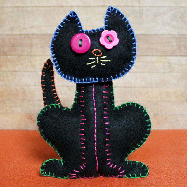 embroidery-on-felt-black-cat-plushy-halloween-decoration-handmade-diy