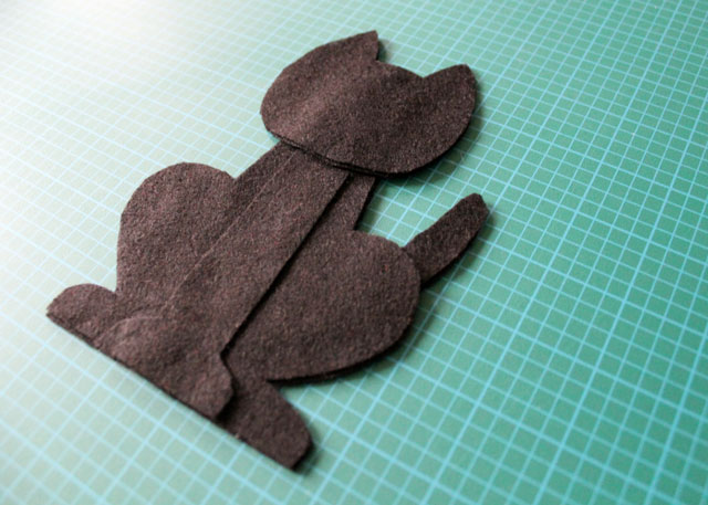 felt-pieces-to-make-cat-plushy-decoration