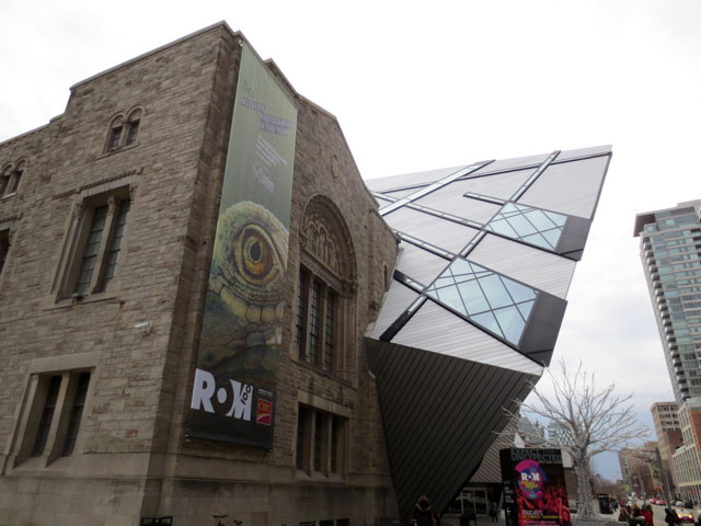 Michael-Lee-Chin-Crystal-and-old-building-royal-ontario-museum-toronto-2