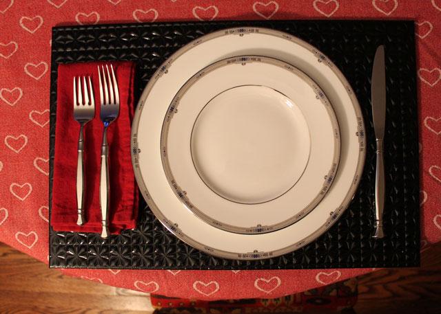 anniversary-dinner-place-setting-wedgewood-odeida