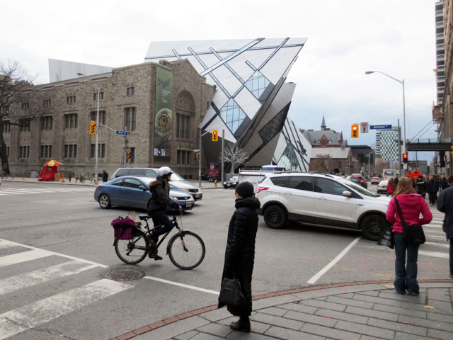 avenue-road-and-bloor-street-looking-towards-royal-ontario-museum