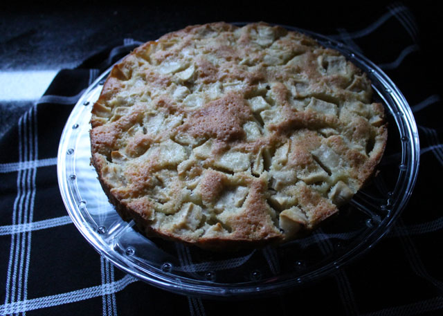 marie-helenes-apple-cake-epicurious