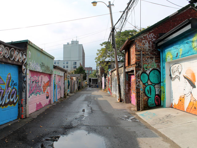 colourful-laneway-toronto-2