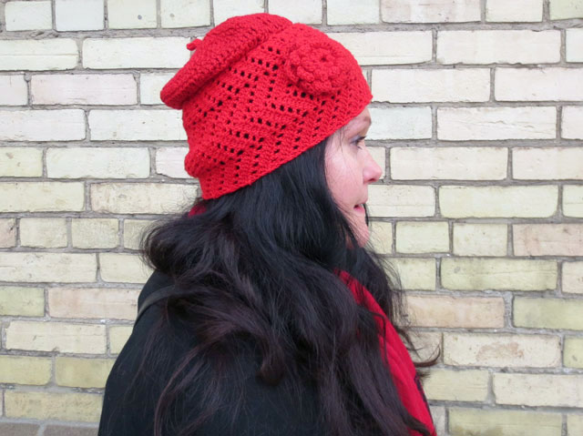 crocheted-hat-made-with-moogly-chevron-lace-pattern-as-base