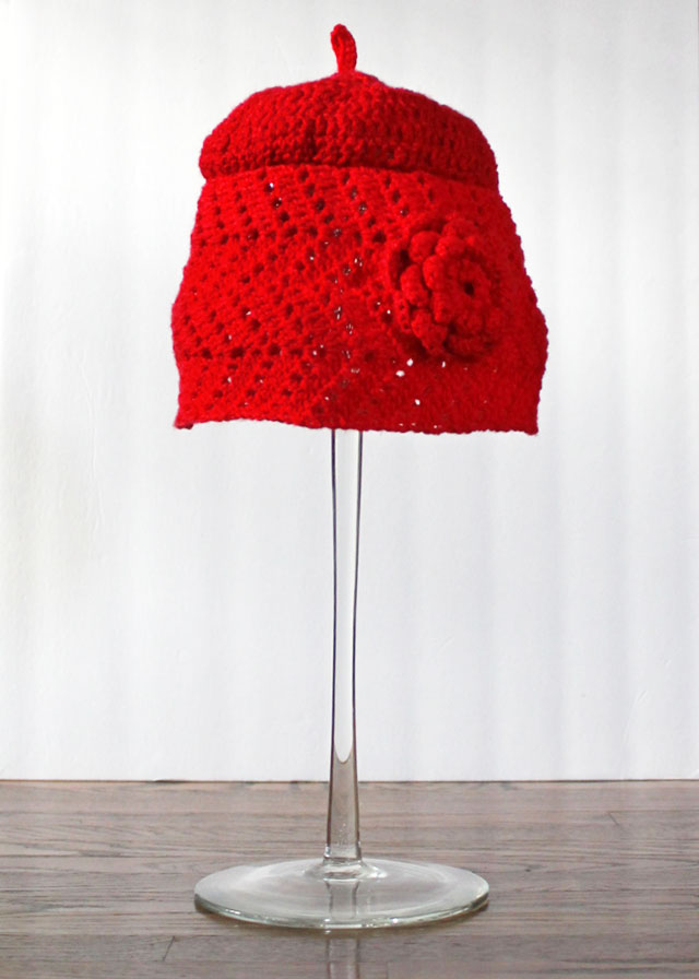 crocheted-hat-using-moogly-chevron-lace-as-base