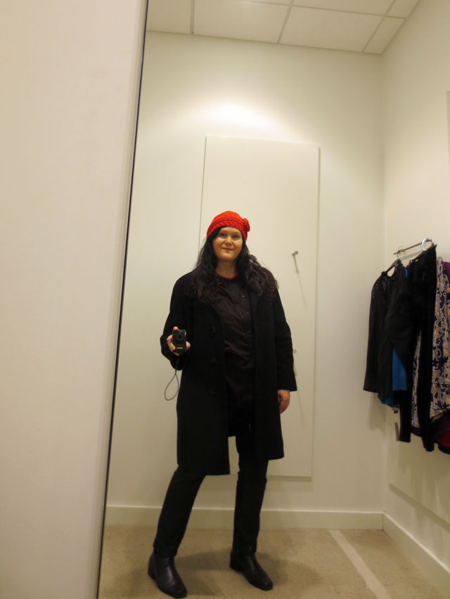 selfie in a fitting room red hat 03