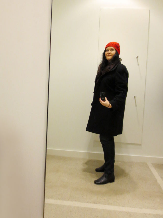 selfie in a fitting room red hat