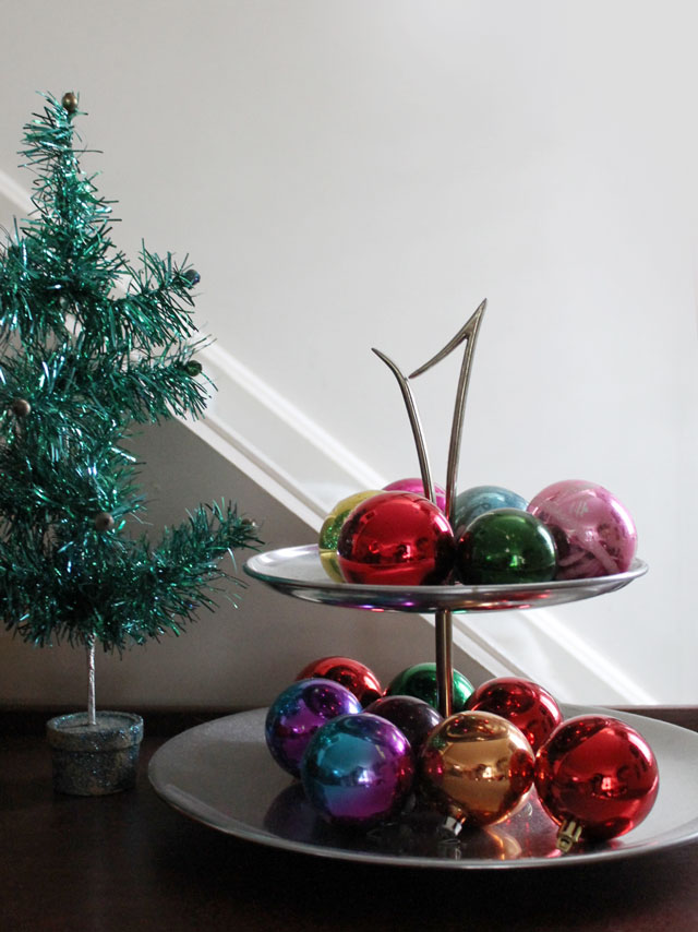 vintage-christmas-balls-on-tiered-serving-tray