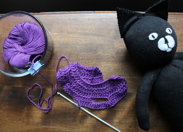 crocheting sweater for stuffed cat