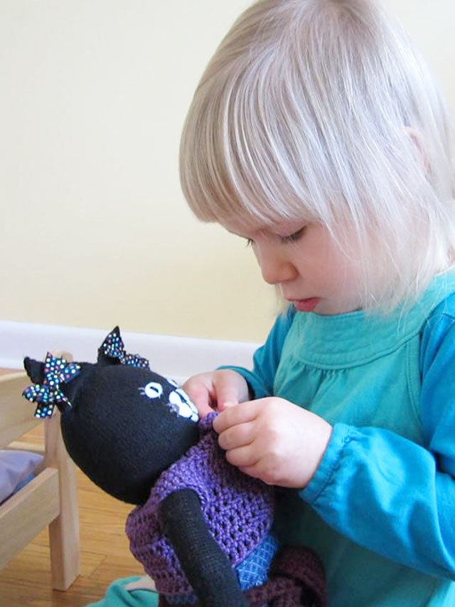 d with handmade cat toy 07