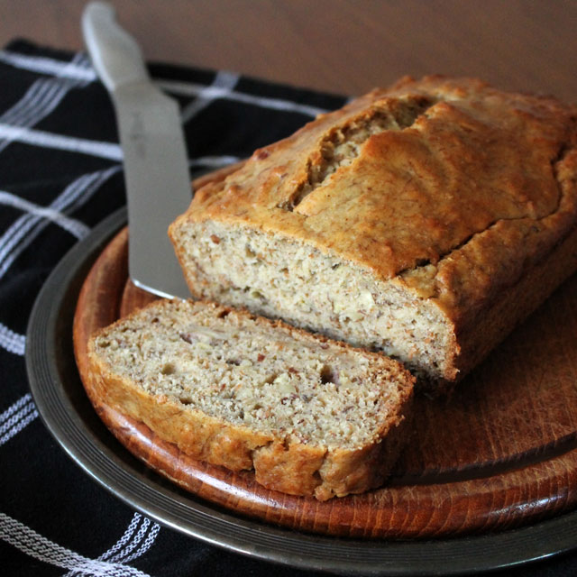 healthier-banana-bread-recipe-with-bran-almonds-and-olive-oil-2