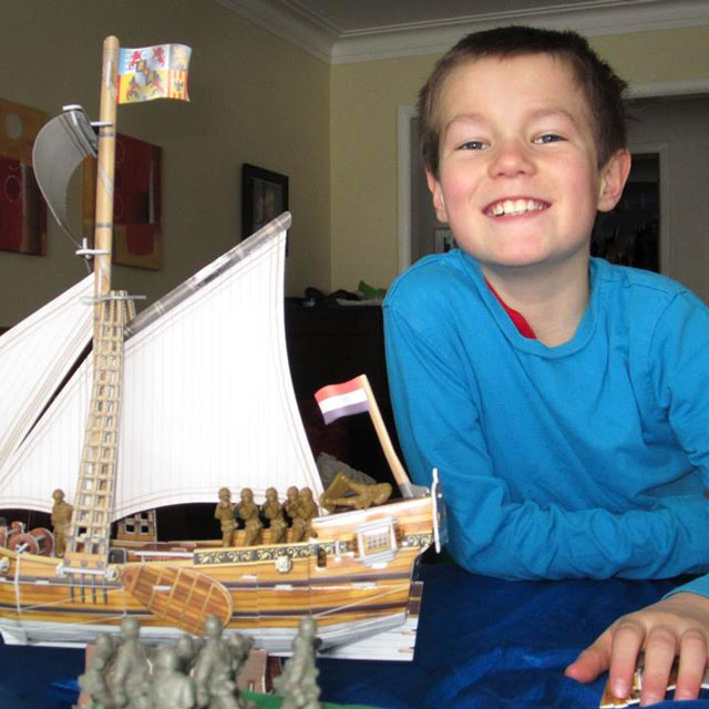 o playing with his yacht mary 3d jigsaw puzzle