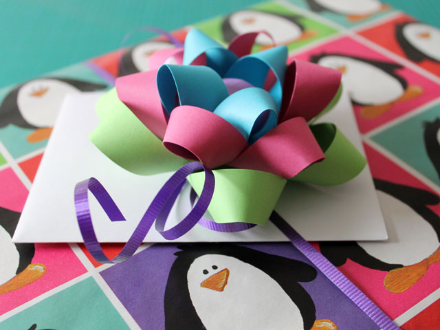 handmade-gift-bow-that-matched-gift-wrap
