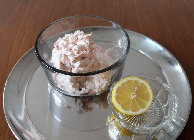 smoked salmon cream cheese recipe with capers onions and lemon juice
