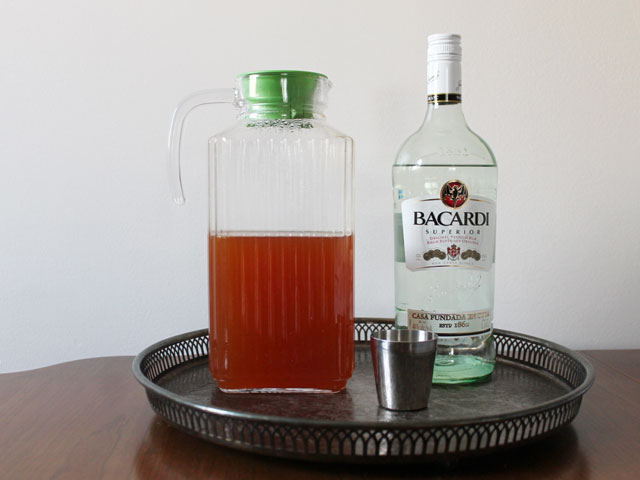 tea and rum to make hot cocktail