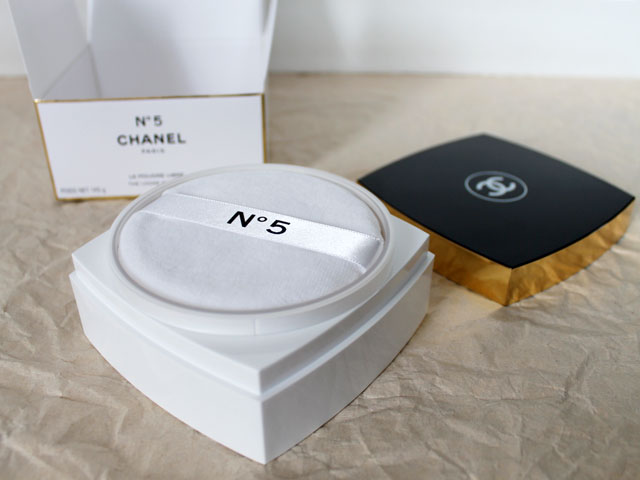 chanel-number-5-dusting-powder-3