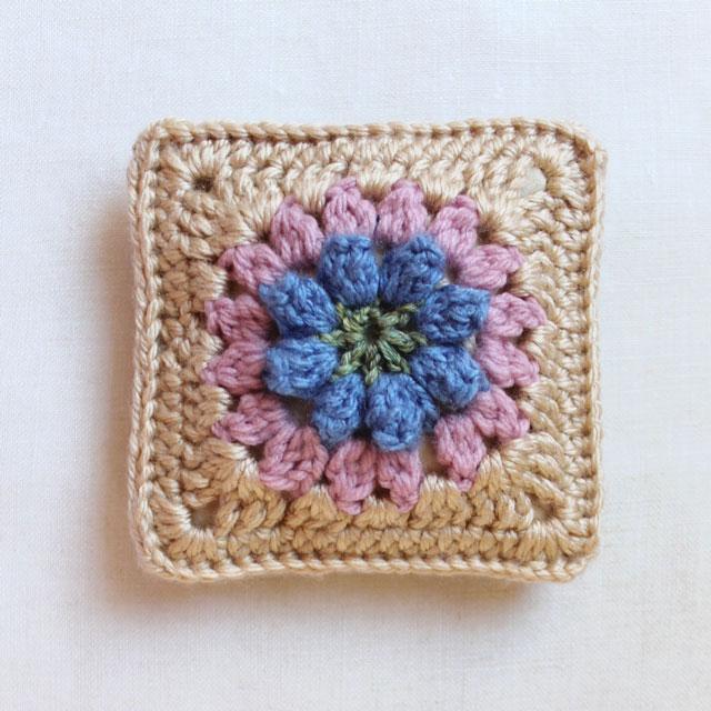 dadas place primavera flower granny square