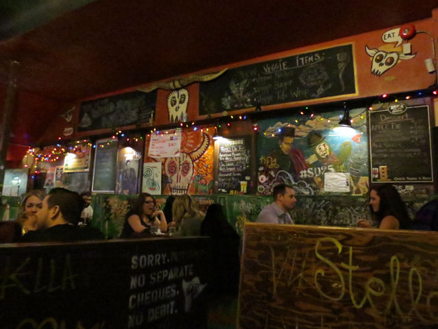 inside-sneaky-dees-on-a-thursday-night-toronto