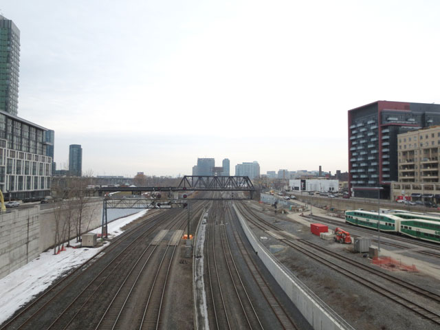 looking-west-from-yellow-pedestrian-bridge-over-train-tracks-toronto