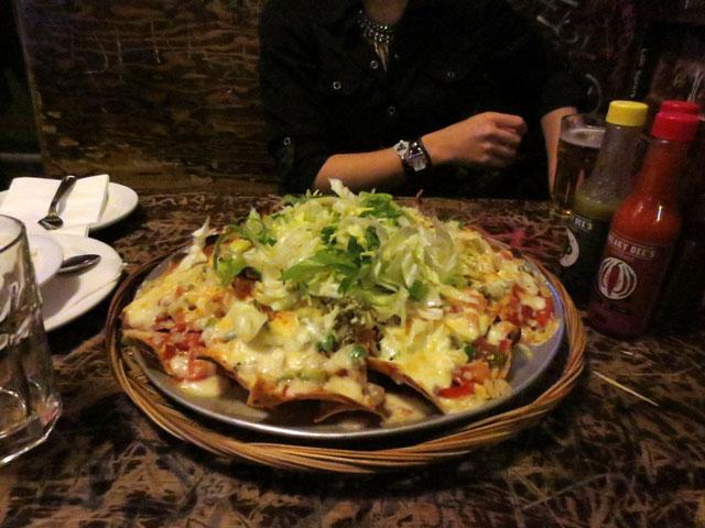 veggie-nachos-at-sneaky-dees