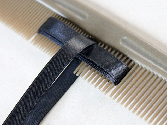 making ribbon bow using a comb