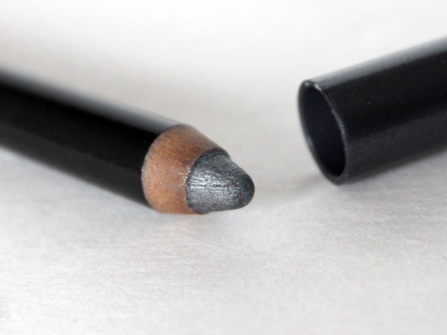 covergirl-flamed-out-eye-shadow-pencil-close-up