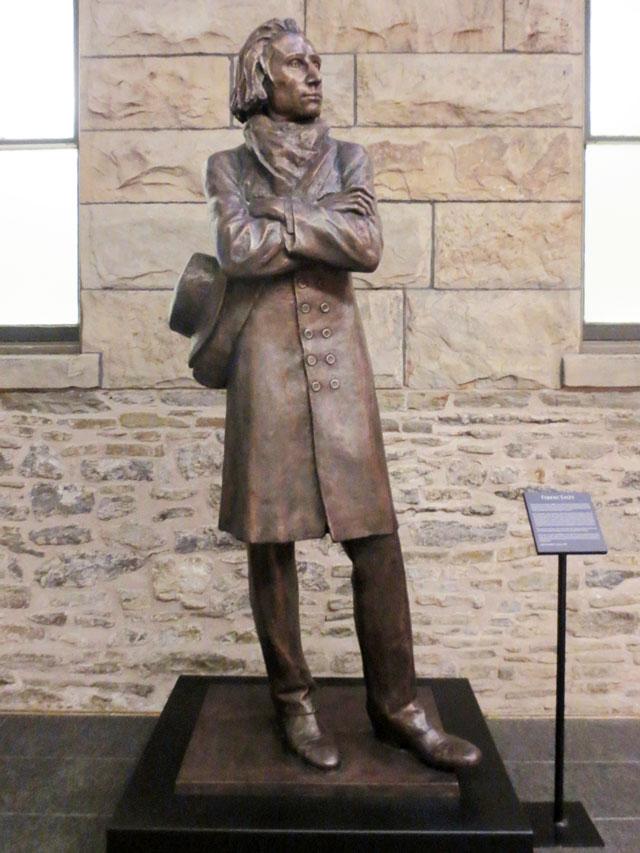 statue of franz liszt