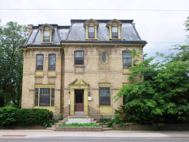 mansion-at-370-dundas-street-west-toronto-now-part-of-public-housing